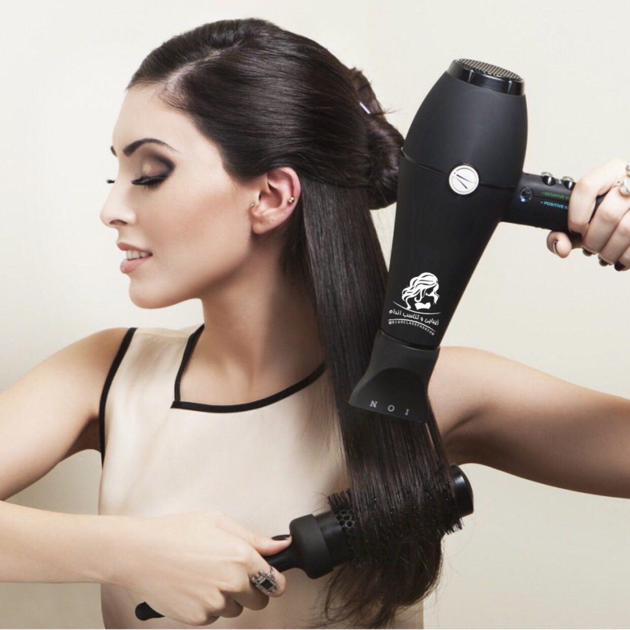 برای مهار وز مو، از سر سشوار مخصوص موی فر و وز استفاده کنید